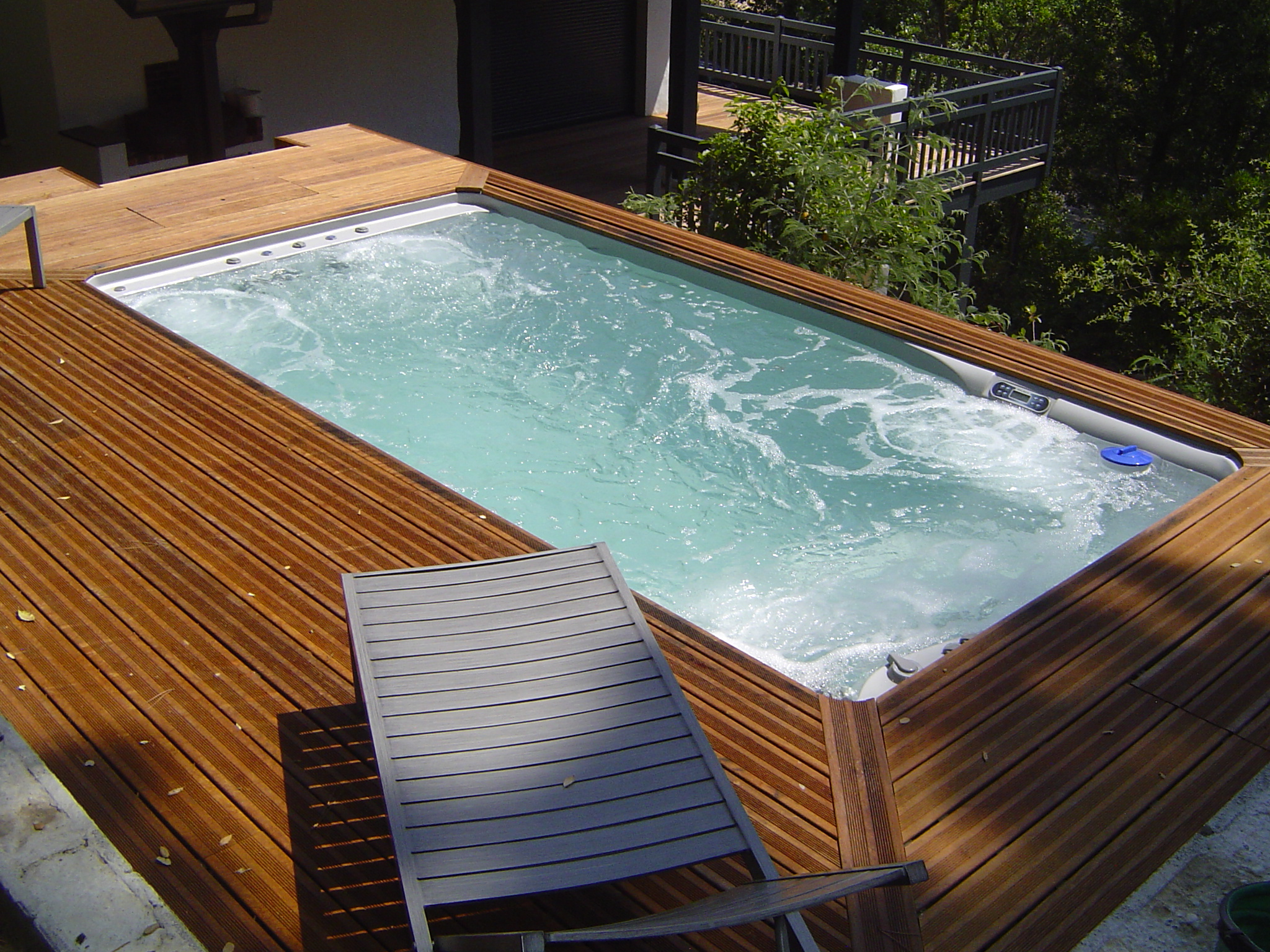 Piscine spa baln o nage contre courant pretty pool for Vente produit piscine