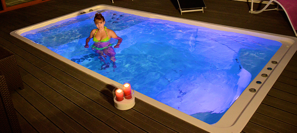 Piscine spa baln o nage contre courant pretty pool for Mini piscine coque
