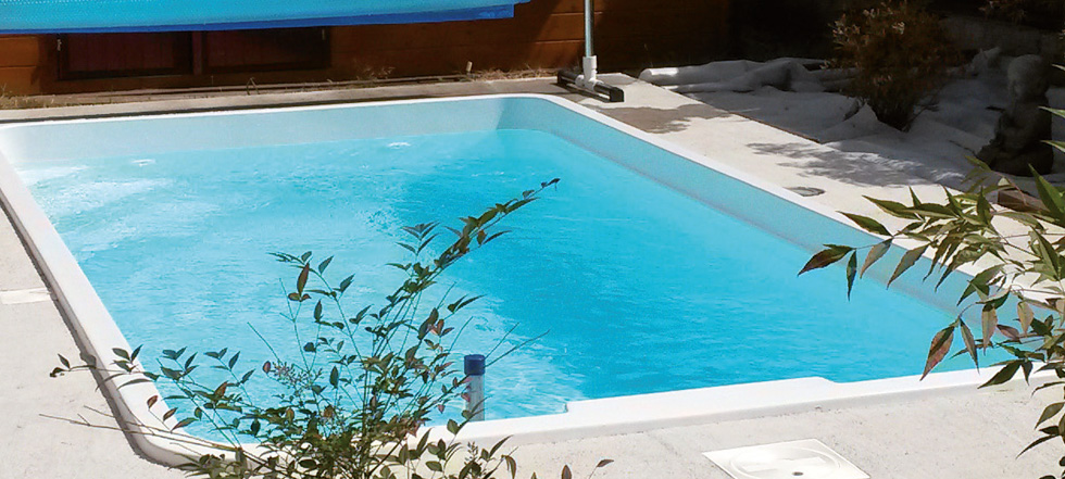 Piscine acrylique piscine semi enterree impot vitry sur for Piscine coque acrylique prix